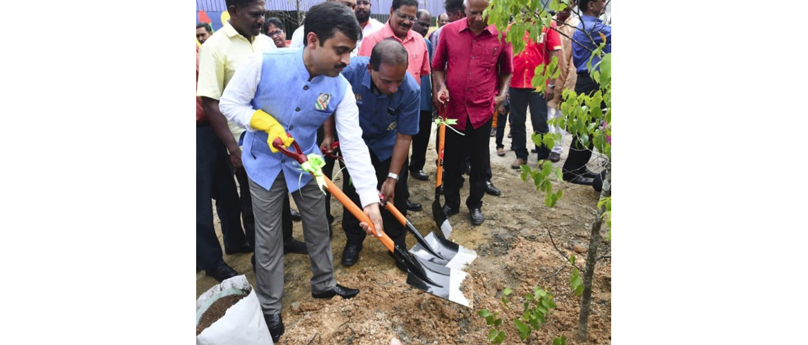 Hon'ble Minister of Human Resources YB M Kula Segaran and HCI KL Counsellor Mr. Nishit Kumar unveiled Gandhiji's statue and participated in the tree plantation drive at Kalumpang, Selangor.