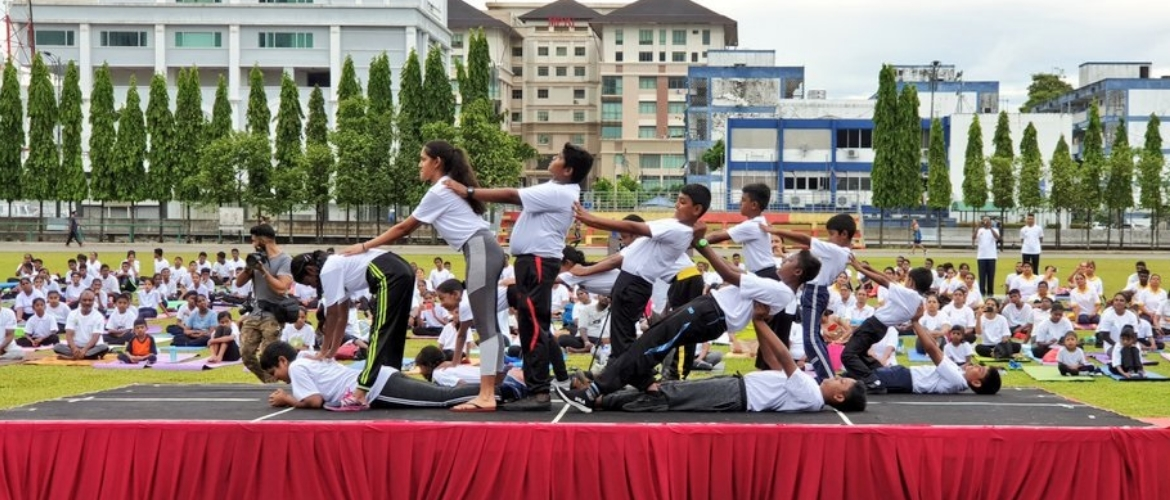 Around a thousand yoga enthusiasts participated yoga event organised by HCI KL and Persatuan Sai Shine Malaysia at Stadium Kajang, Selangor on 15 June 2019